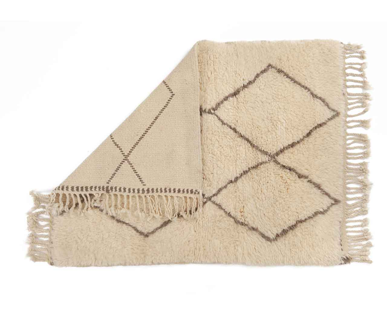 blogger recommendation for woolen carpets white 1