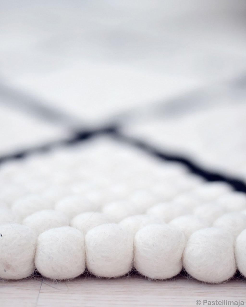 fresh white felt ball with black lines pattern bedroom rugs